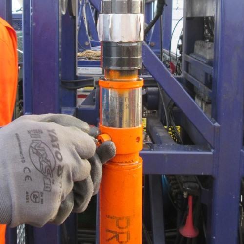 Vista superior de una BES instalada sin torre de perforación, también llamada BES a través de la tubería de producción