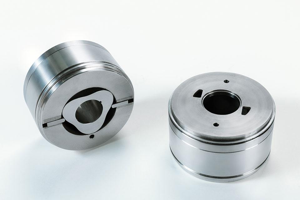 Etapas de una bomba cilíndrica de desplazamiento rotativo que muestran el diseño rotativo