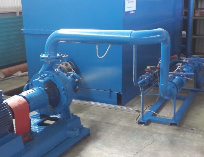 Banco de prueba para motores en carga conectado a un tanque de fluido